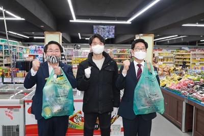 오세현 아산시장, 코로나19로 인해 피해입은 마트 방문 관련사진