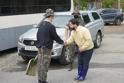 오세현 아산시장, 군부대 수해복구 현장 찾아   관련사진