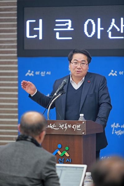 오세현 아산시장,'19년은 경제살리기에 총력 관련사진