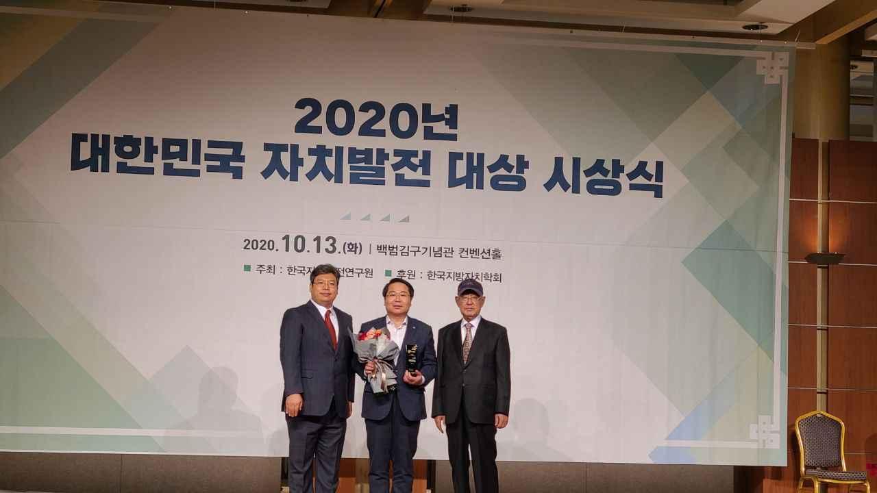 오세현 아산시장, '대한민국 자치발전 대상' 수상 관련사진